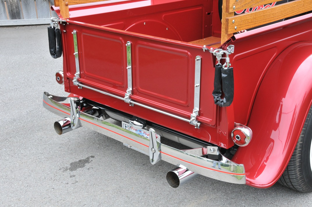 009-1934-ford-pickup-rowland-tailgate