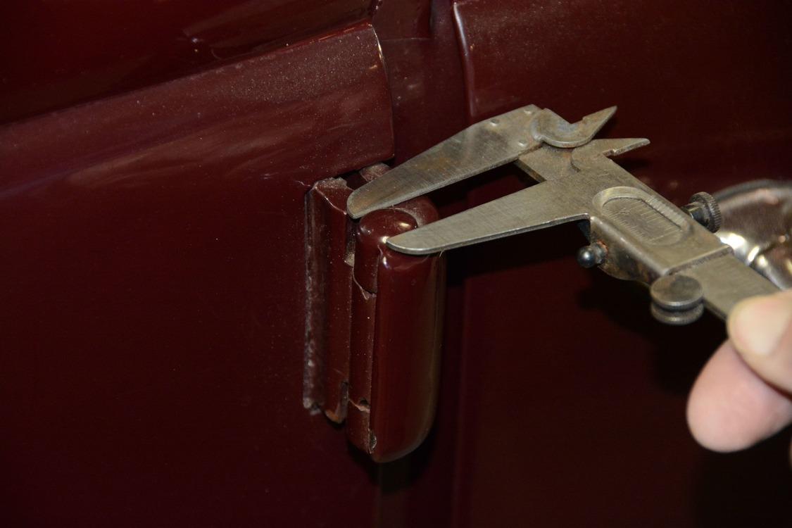 010-1936-ford-phaeton-hinge-pin-repair