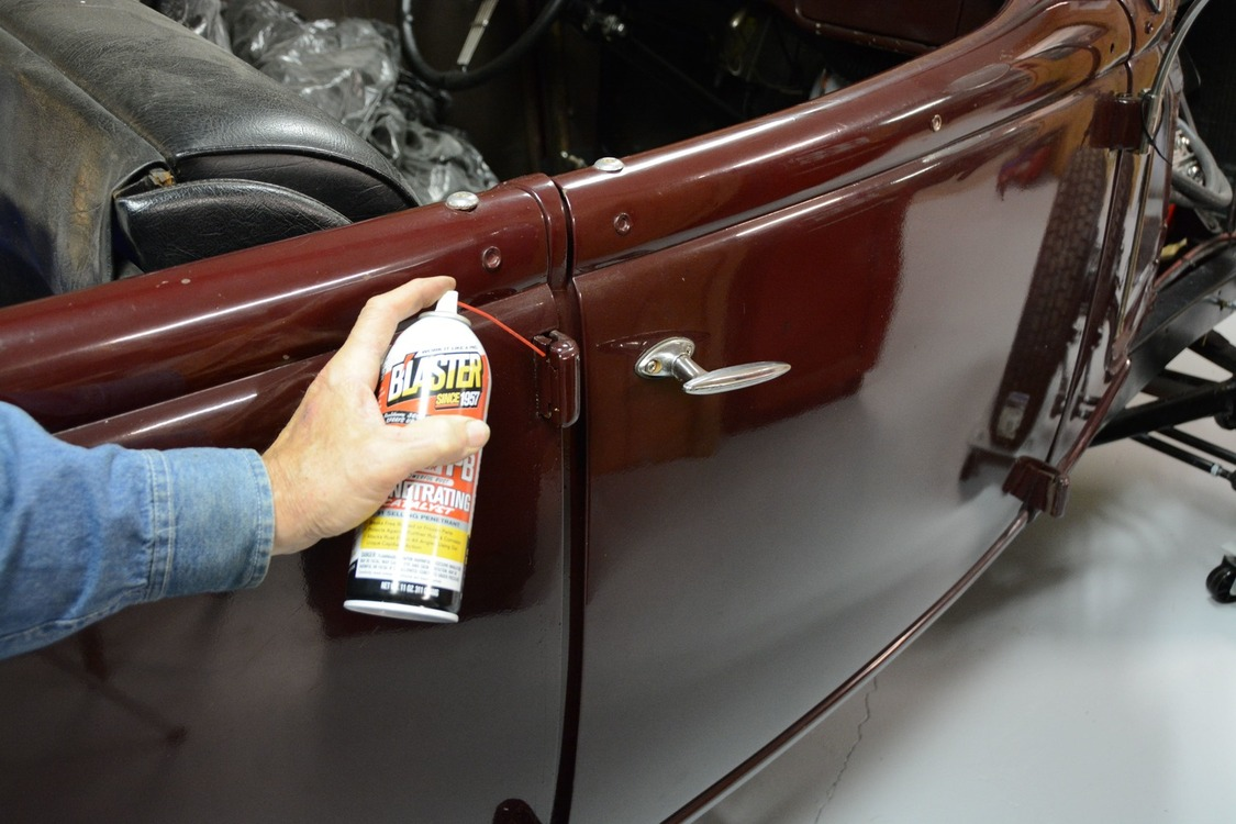 011-1936-ford-phaeton-hinge-pin-repair