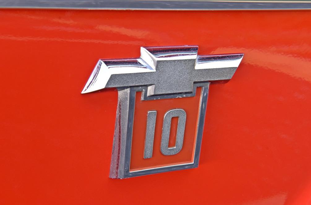 012-1965-1972-chevrolet-c10-pickup-west-emblem