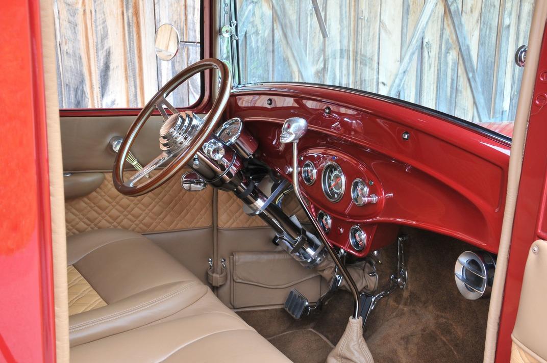 014-1934-ford-pickup-rowland-passengerside-dashboard