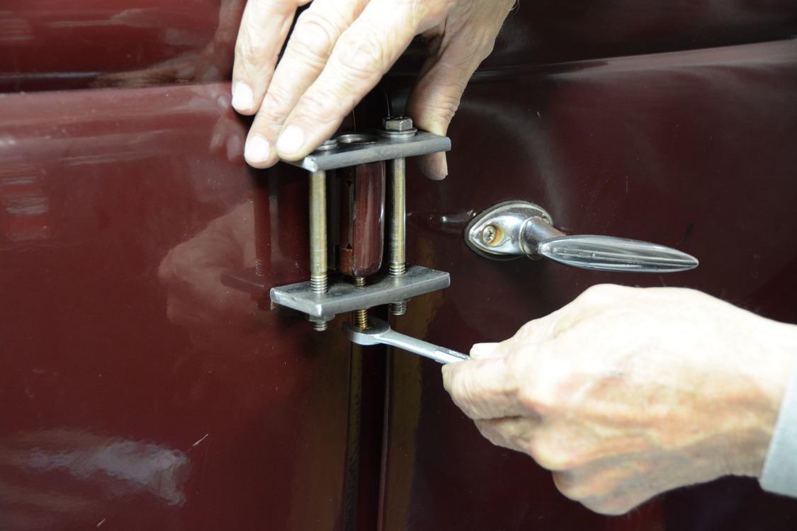 015-1936-ford-phaeton-hinge-pin-repair