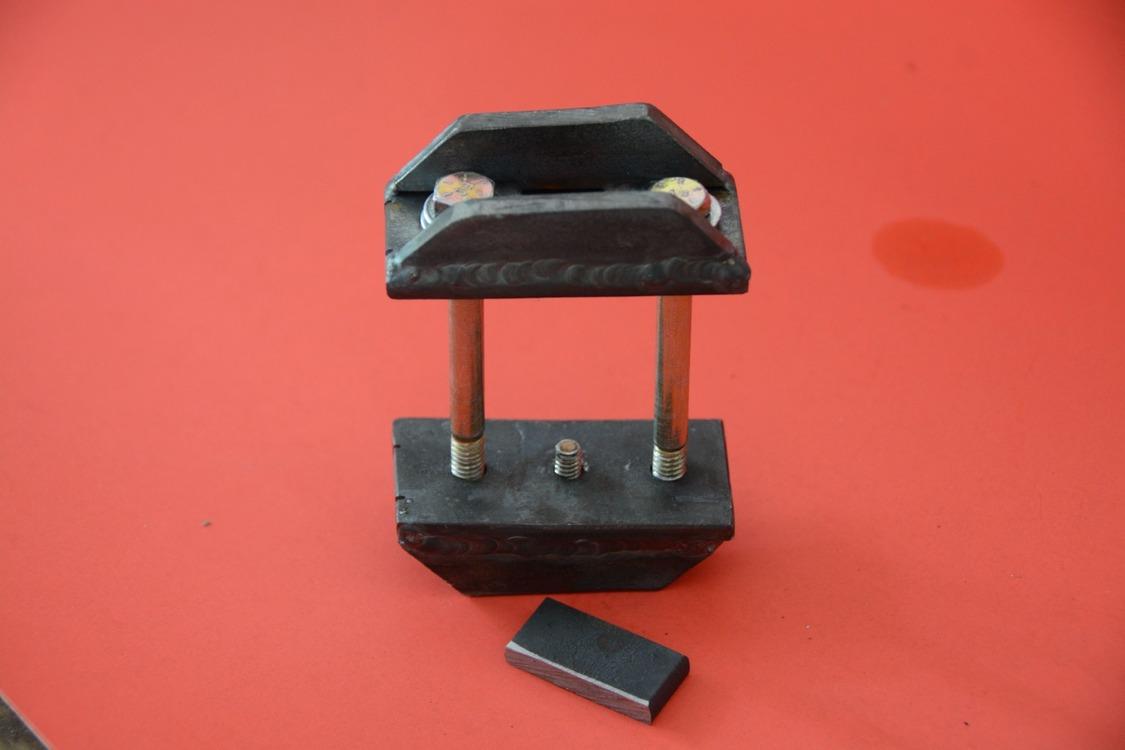 017-1936-ford-phaeton-hinge-pin-repair
