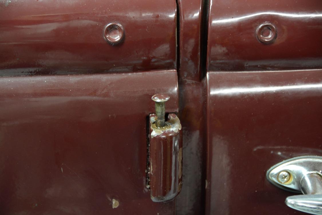 022-1936-ford-phaeton-hinge-pin-repair