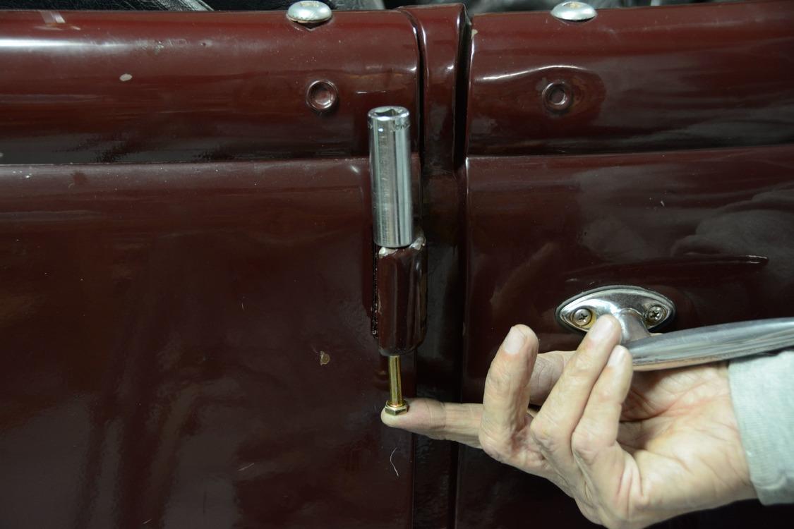 023-1936-ford-phaeton-hinge-pin-repair