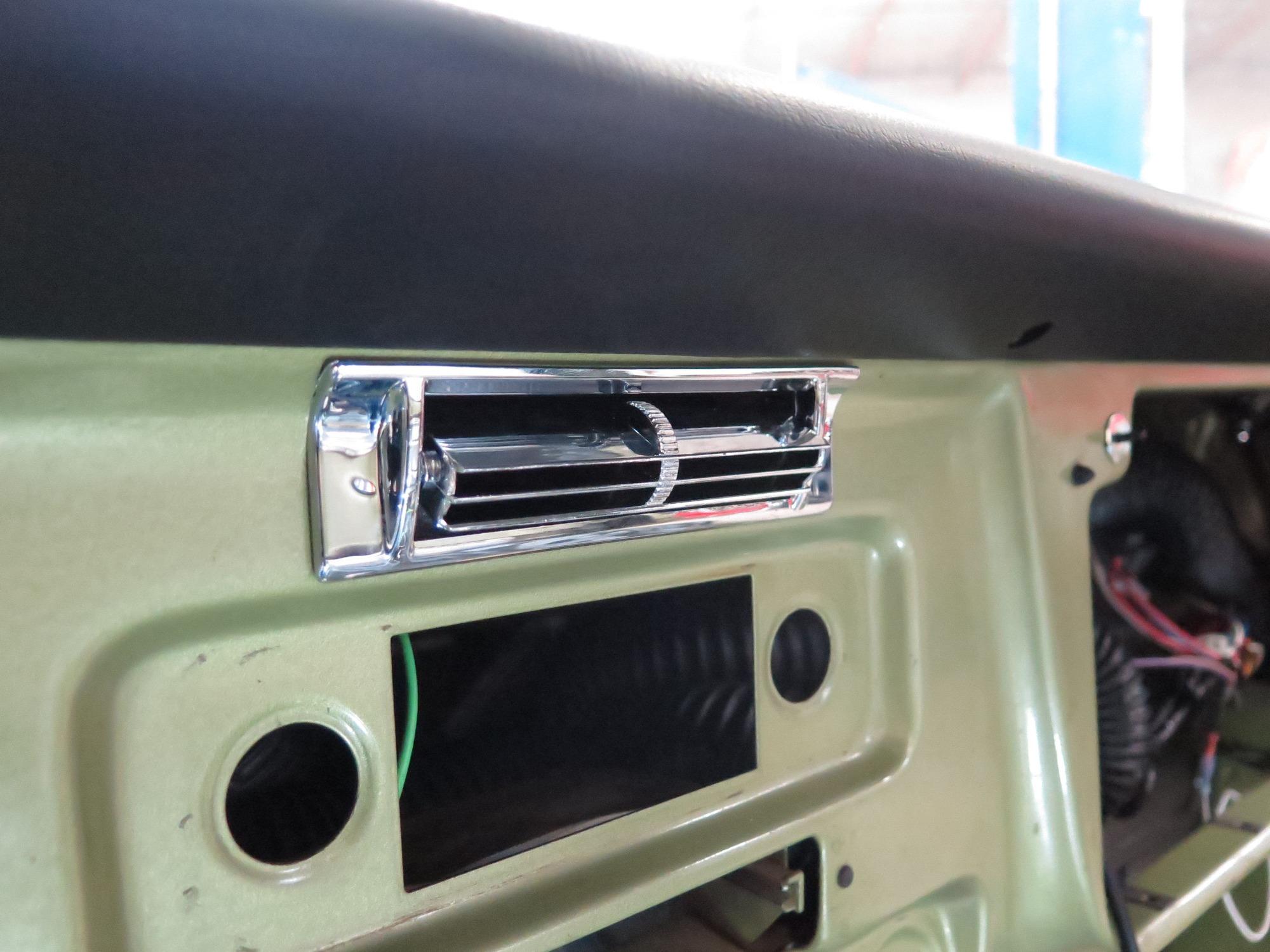 1971-chevy-c10-vintage-air-surefit- (016)