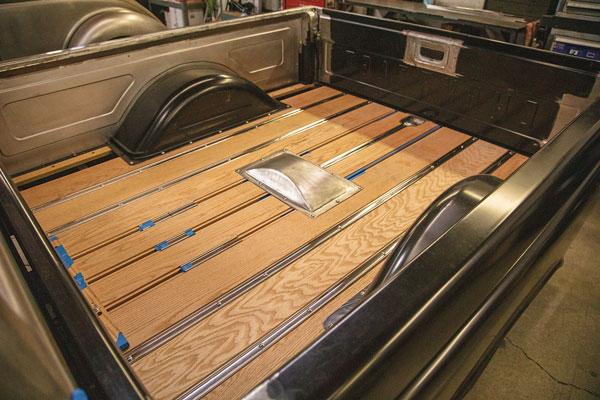classic-trucks-wood-bed