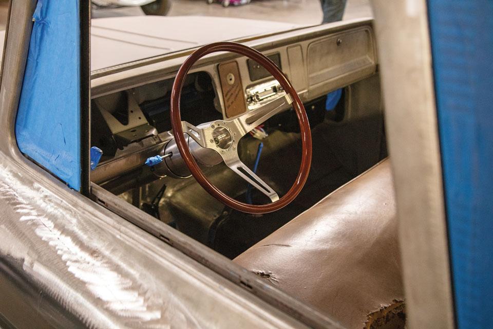 wood-grain-steering-wheel-classic-truck