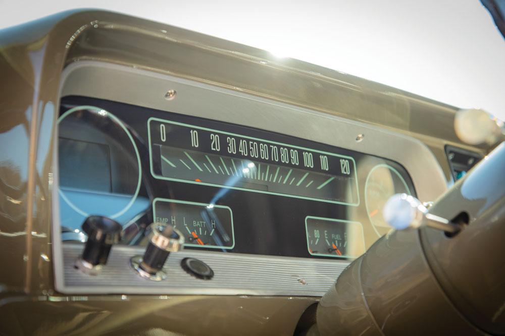 1966 c10 dash 015