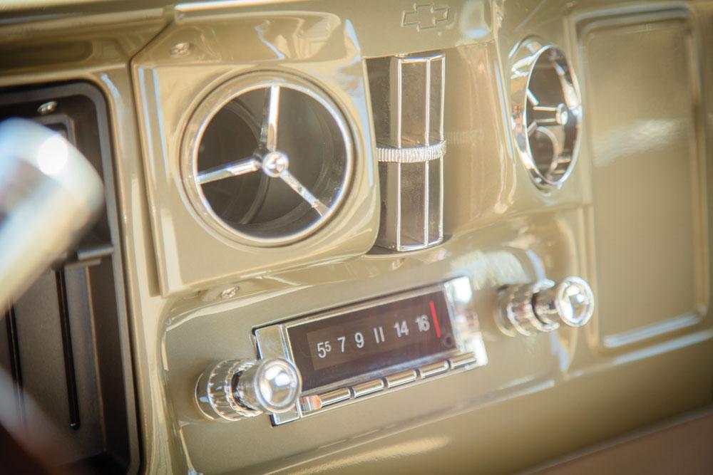 1966 c10 deluxe dash 019