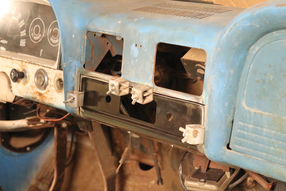 Radio-patch-panel-Chevy-C10-Brothers-Truck