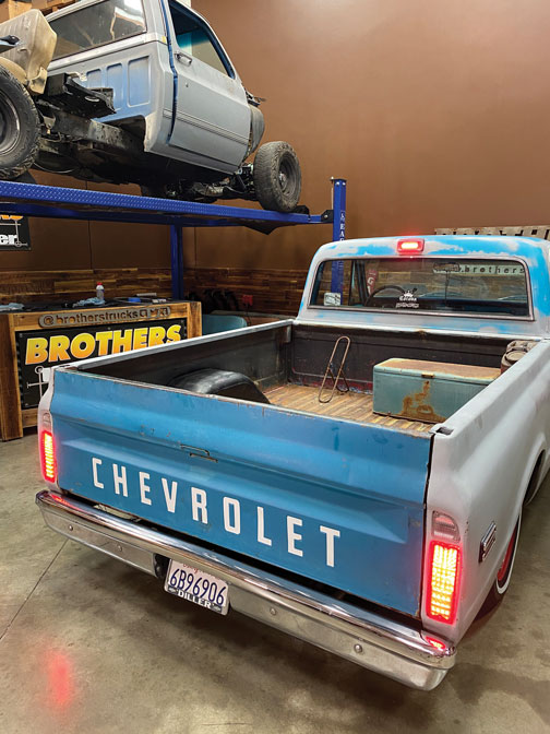 001 Old truck with LED taillight headlight C10