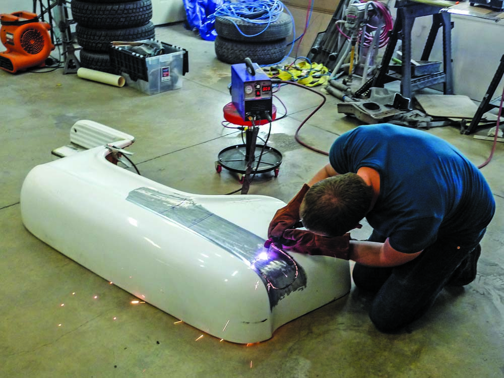 008 Cutting the OE fenders from the 1959 Chevy Apache Sidestep