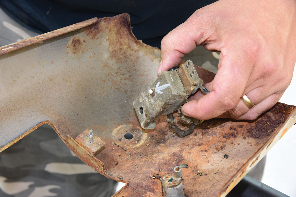 027 Removing old components on a classic truck