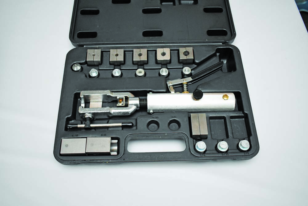 008 Double flaring tool for hydraulic lines