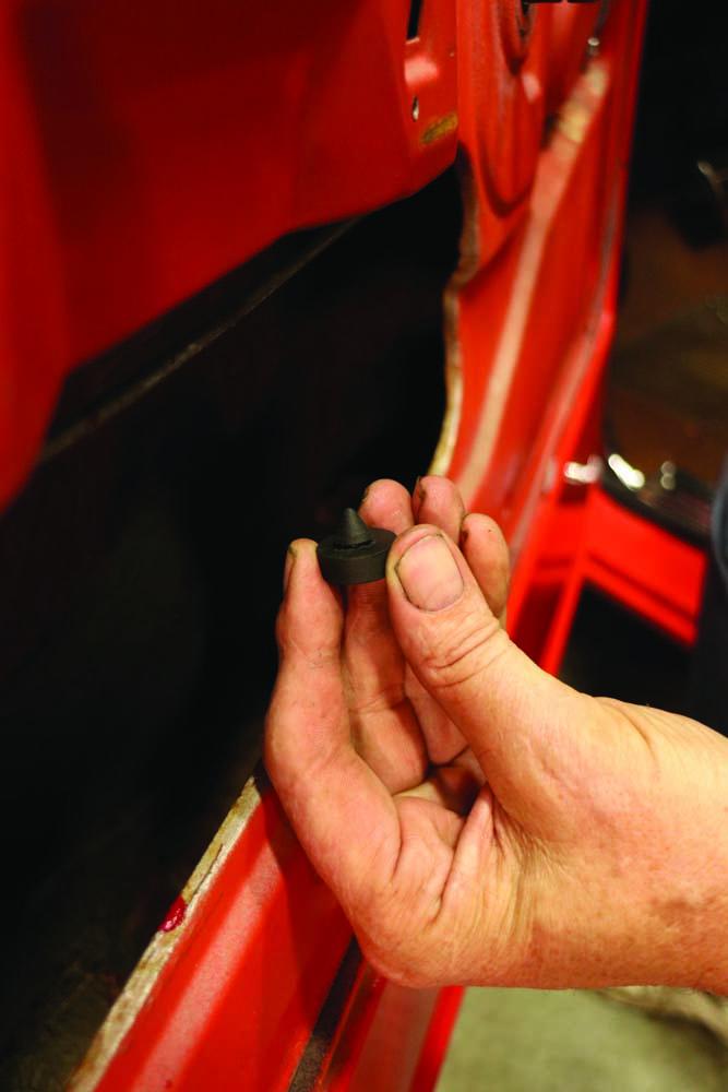 027 Bumpstop install before door glass before installing window regulators