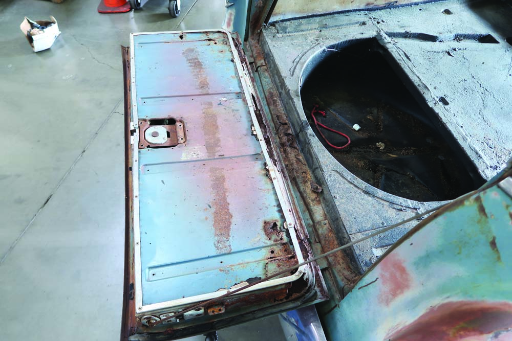 03 1955 Chevy Wagon Chevy 265 V8 factory spare tire well