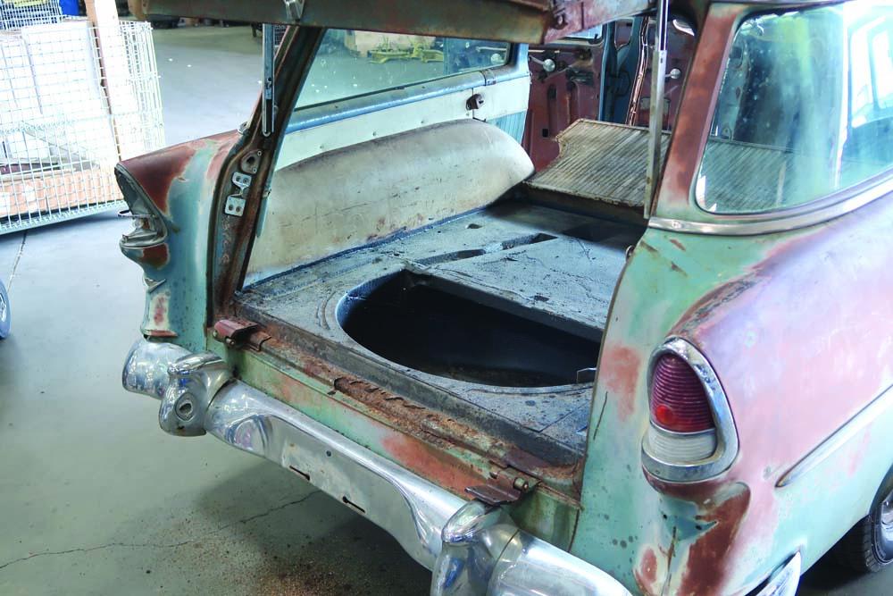 04 Removing Wagon tailgate for Spare Tire Delete