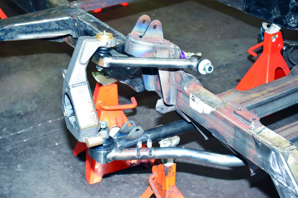 20 Speedway Motors_ fabricated spindle upright with inverted upper ball joints