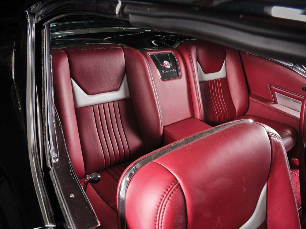27 Custom leather seats and classic intruments