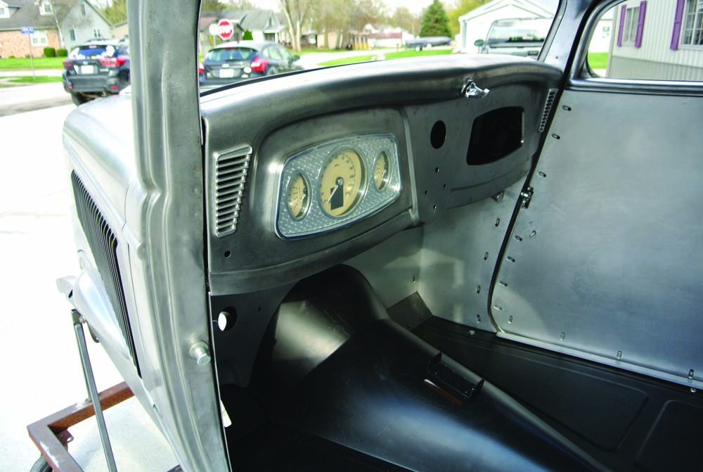 25 Dakota Digital Gauge Cluster for this 1934 Ford 5 Window Coupe